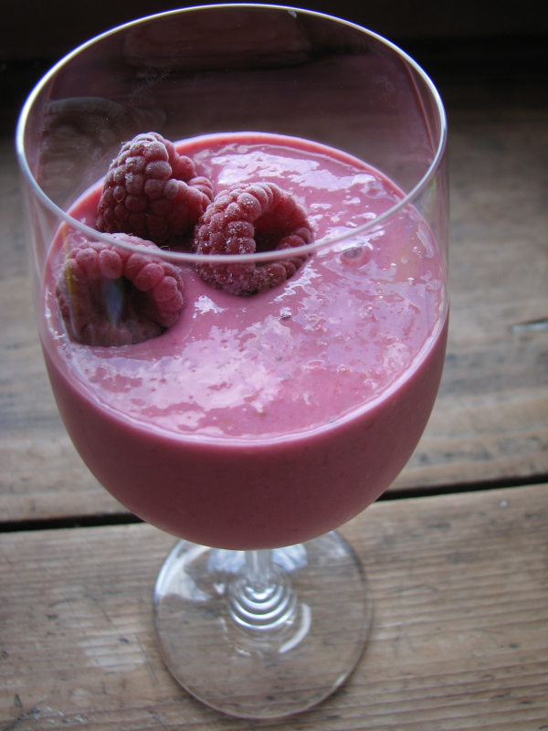 Raspberry Kefir Oat Smoothie